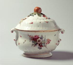 Soup tureen from Kilchberg-Schooren, 1775.