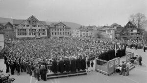 Erste Landsgemeinde in Appenzell Innerrhoden mit Frauenbeteiligung, 28. April 1991.