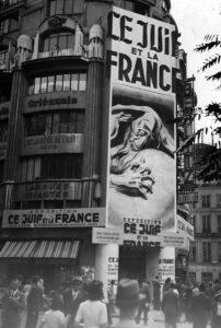 En 1941, une exposition de propagande antisémite intitulée «Le Juif et la France» a lieu à Paris. L'exposition s'appuie sur le travail de George Montandon.