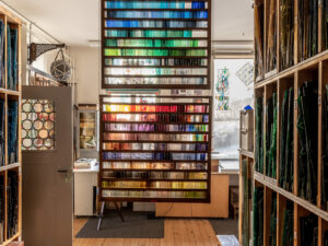The colour palette of the glass artist: sample frames with around 800 colour nuances.