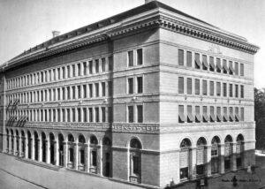 Das von 1919-1922 erbaute Hauptgebäude der Schweizerischen Nationalbank an der Börsenstrasse in Zürich, 1944.