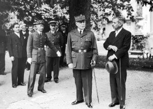 Maréchal Pétain et Pierre Laval à Vichy, vers 1942.