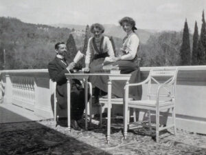 Pierre Gilliard mit den Grossfürstinnen Olga und Tatjana Nikolajewna in Liwadija, 1911.