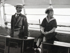 Pierre Gilliard und Zarewitsch Alexei an Bord der kaiserlichen Jacht Standart.