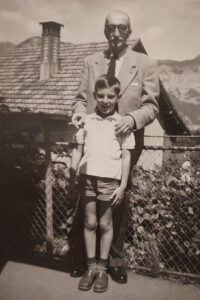 Prince Rachid Osman in Obstalden, posing with his grandson Pierre and a cigarette.
