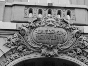 Verteidigt die Schweizer Banknoten wie ein Löwe – die Schweizerische Nationalbank.