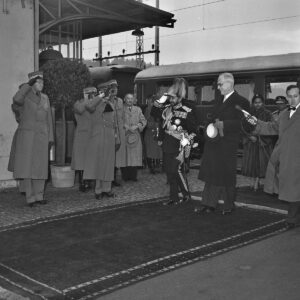 The Ethiopian Emperor Haile Selassie I and President of the Swiss Confederation Rodolphe Rubattel at Hindelbank (Bern) railway station, 1954.