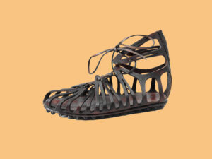 Reconstitution d'une sandale romaine en cuir avec une semelle cloutée.