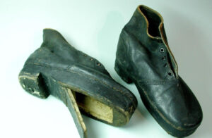 Smuggler's shoe with a hollowed-out sole.