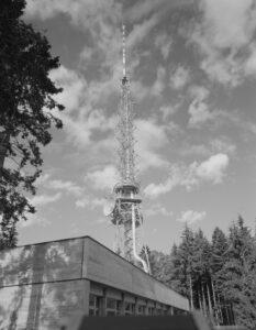 1966 wurde auf dem Bantiger das neue Ensemble von Sendegebäude und erweitertem Sendeturm eingeweiht.