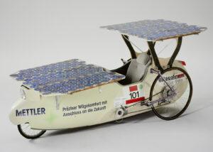Solarmobil gebaut und gefahren von Wolfgang Schleich. An der ersten «Tour de Sol» 1985 erreichte er mit diesem Gefährt den dritten Platz.