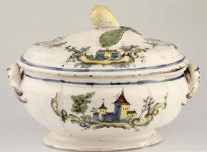 Soup tureen from Matzendorf, around 1800.