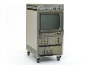 Générateur Bosch de mires couleur électroniques avec lettres d'identification de l'émetteur, installé sur le Monte Generoso de 1975 (env.) à 1990.