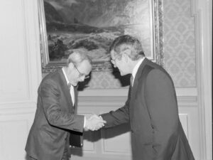 President of the Swiss Confederation Arnold Koller (right) welcomes Lothar de Maizière, Prime Minister of the GDR.