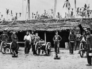 Soldaten der niederländischen Kolonialarmee während des Acehkrieges (1873-1912) im Nordosten Sumatras, an dem auch viele Schweizer beteiligt waren.