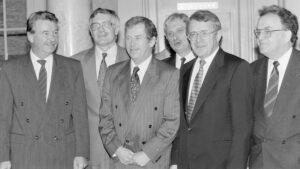 Von links: René Felber, Václav Klaus, Václav Havel, Jiří Dienstbier, Arnold Koller, Otto Stich.