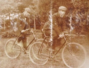 For Schwingerzeitung magazine, cyclists were 'wretched hunchbacked figures on their velocipedes'.