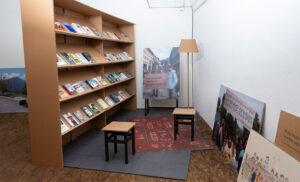 Blick in die Ausstellung «Vom Glück vergessen».