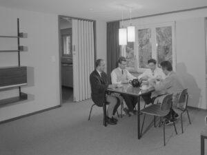 Für die Mitarbeiter gab es im Betriebsgebäude Bantiger auch ein Wohnbereich – eingerichtet ganz im Stil der 1960er-Jahre.